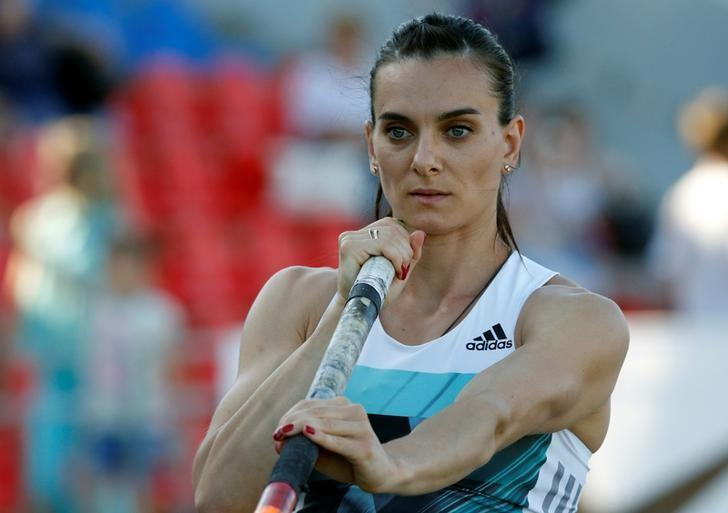 Athletics - Russian Track and Field Championships - Women's pole vault - Cheboksary, Russia, 21/6/16. Yelena Isinbayeva warms up before an attempt. REUTERS/Sergei Karpukhin