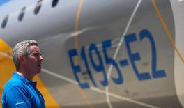 Chefe de aviação comercial da Embraer, John Slattery, durante a apresentação do protótipo do modelo E195-E2 em São José dos Campos (SP). 07/03/2017 REUTERS/Roosevelt Cassio