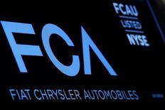 Fiat Chrysler Automobiles est toujours ouvert à un rapprochement avec General Motors même si le potentiel de synergies a baissé de 15-20% après l'accord sur le rachat par PSA de sa division européenne Opel/Vauxhall. /Photo d'archives/REUTERS/Brendan McDermid