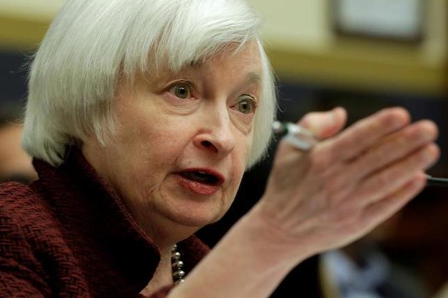 3月7日、終盤のニューヨーク外為市場では、ドルが主要通貨に対して小幅上昇。米連邦準備理事会(FRB)が来週の連邦公開市場委員会で利上げに踏み切るとの観測が強まっていることが背景。写真はイエレンFRB議長。2月撮影(2017年 ロイター/Yuri Gripas)