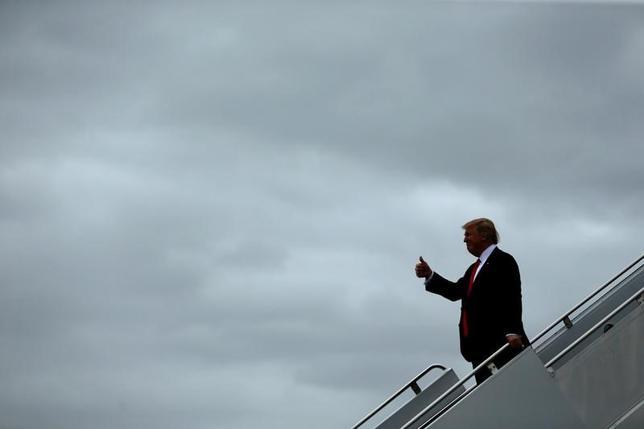 3月7日、トランプ米大統領は、下院共和党が前日公表した医療保険制度改革(オバマケア)の代替案を支持する立場を示した。写真はフロリダ州で3日撮影(2017年 ロイター/Jonathan Ernst)