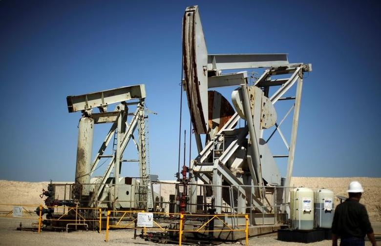 FILE PHOTO - Pump jacks drill for oil in the Monterey Shale, California, U.S. on April 29, 2013.  REUTERS/Lucy Nicholson/File Photo