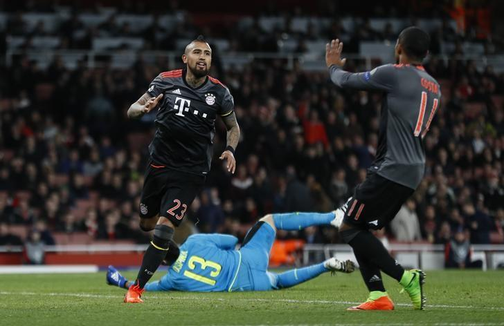 Bayern Munich's Arturo Vidal celebrates scoring their fifth goal with Douglas Costa  Reuters / Stefan Wermuth Livepic