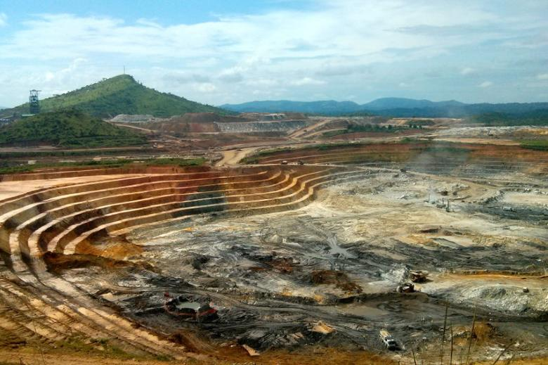 FILE PICTURE: The KCD open pit gold mine, operated by Randgold, at the Kibali mining site in the Democratic Republic of Congo, May 1, 2014.   REUTERS/Pete Jones/File Photo