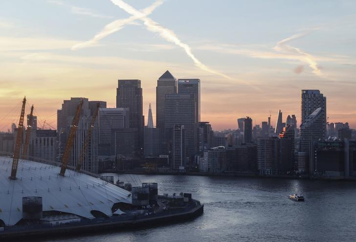 Canary Wharf and the city are seen at sunset in London, December 14, 2016. REUTERS/Eddie Keogh