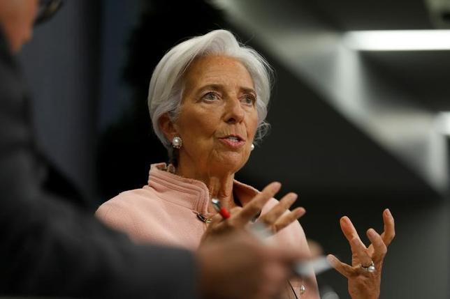 3月9日、国際通貨基金(IMF)のラガルド専務理事(写真)は、フランス極右政党・国民戦線(FN)のルペン党首が公言している通り同国がユーロ圏を離脱した場合、同国は短期的に深刻な不透明感や貧困に見舞われるとの見方を示した。2月撮影(2017年 ロイター/Jonathan Ernst)
