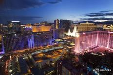 Imagen de archivo de los hoteles y casinos de Las Vegas. 9 abril 2014. El sector turístico de Estados Unidos se está preparando para un año en el que un dólar fuerte y la incertidumbre por una prohibición de viajes impuesta por el presidente Donald Trump podrían disuadir a los viajeros de visitar el país, dijeron representantes de la industria. REUTERS/Las Vegas Sun/Steve Marcus
