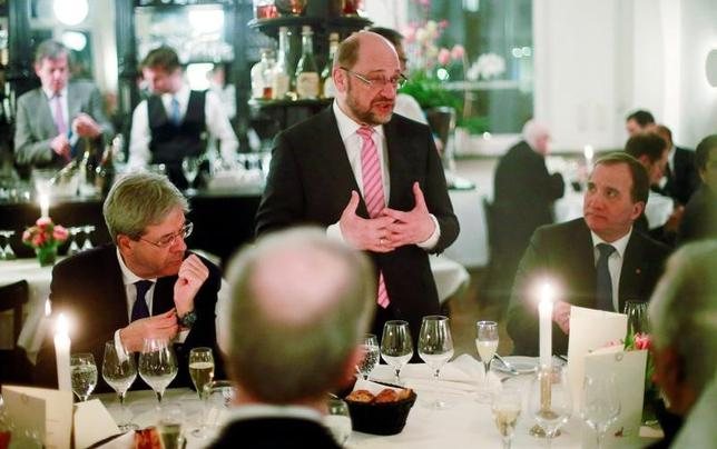 3月12日、9月に連邦議会選を控えるドイツで、中道左派の社会民主党(SPD)の支持率が1%ポイント上昇し33%となり、メルケル首相率いる保守のキリスト教民主・社会同盟と並んだ。SPDの首相候補、シュルツ欧州議会前議長、ベルリンで撮影(2017年 ロイター/Hannibal Hanschke)
