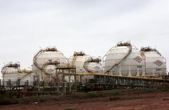Vista de la planta de gas Carlos Villegas de la petrolera YPFB en Yacuiba, Bolivia. 24 de agosto de 2015. Bolivia está buscando nuevos compradores para su gas natural luego de que la petrolera estatal brasileña Petrobras señaló que planea reducir las importaciones, dijo el miércoles la empresa gubernamental YPFB Chaco. REUTERS/David Mercado
