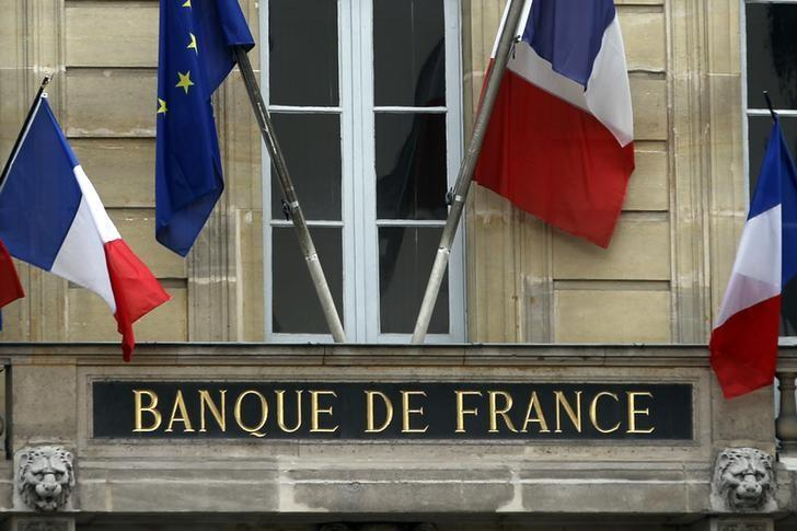 FILE PHOTO - Flags of France and Europe hang on the facade of the Bank of France headquarters in Paris May 9, 2012.  REUTERS/Charles Platiau