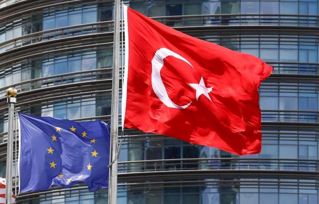 European Union (L) and Turkish flags fly outside a hotel in Istanbul, Turkey May 4, 2016. REUTERS/Murad Sezer/File Photo