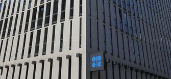 La sede de la OPEP en Viena, mayo 29, 2013. Kuwait quiere que un acuerdo global de reducción de la producción petrolera se extienda más allá de junio, con el fin de darle equilibrio al mercado y llevar los precios del crudo a un nivel aceptable, dijo el lunes el ministro de Petróleo kuwaití.REUTERS/Leonhard Foeger