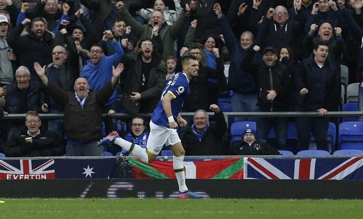 Britain Football Soccer - Everton v West Bromwich Albion - Premier League - Goodison Park - 11/3/17 Everton's Morgan Schneiderlin celebrates scoring their second goal  Action Images via Reuters / Craig Brough