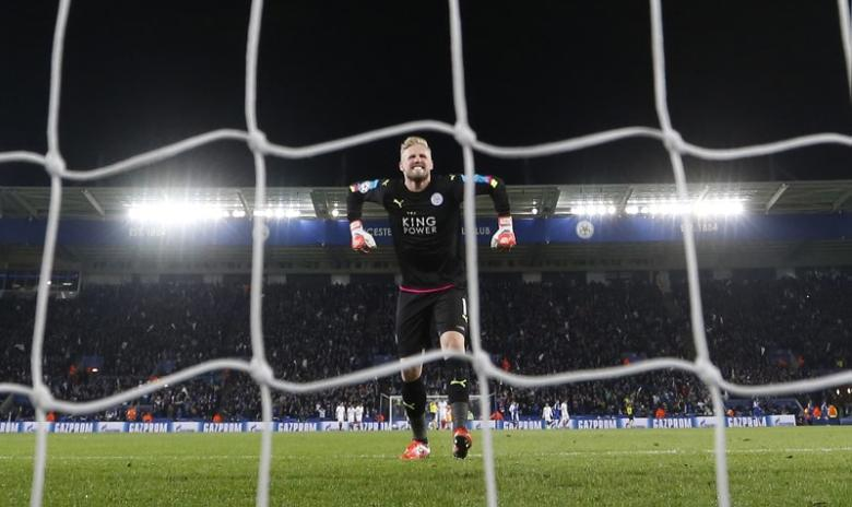Britain Soccer Football - Leicester City v Sevilla - UEFA Champions League Round of 16 Second Leg - King Power Stadium, Leicester, England - 14/3/17 Leicester City's Kasper Schmeichel celebrates after Wes Morgan scores their first goal  Action Images via Reuters / Carl Recine Livepic