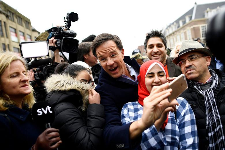Dutch Prime Minister Mark Rutte of the VVD Liberal party greets supporters during campaigning in The Hague, Netherlands March 14, 2017. REUTERS/Dylan Martinez     TPX IMAGES OF THE DAY          TPX IMAGES OF THE DAY