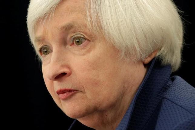3月15日、米FOMCが25ベーシスポイントの利上げを決めた。写真は記者会見に臨むFRBのイエレン議長。ワシントンで同日撮影(2017年 ロイター/Yuri Gripas)