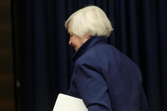 3月15日、米FRBが連邦公開市場委員会(FOMC)で決定した追加利上げは、米経済をけん引している個人消費を鈍化させかねない。写真はイエレンFRB議長。ワシントンで撮影(2017年 ロイター/Yuri Gripas)