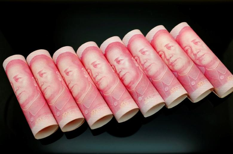 100 Yuan notes are seen in this illustration picture in Beijing November 5, 2013.   REUTERS/Jason Lee/File Photo