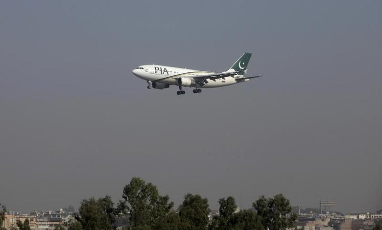 FILE PHOTO - A Pakistan International Airlines (PIA) passenger plane arrives at the Benazir International airport in Islamabad, Pakistan December 2, 2015.  REUTERS/Faisal Mahmood/File Photo