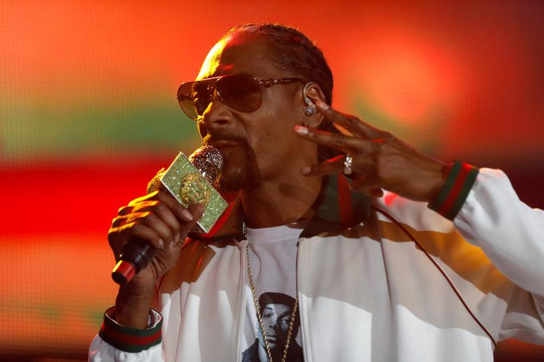 FILE PHOTO - Rapper Snoop Dogg performs at ComplexCon in his hometown of Long Beach, California, U.S. on November 6, 2016.  REUTERS/Jonathan Alcorn/File Photo