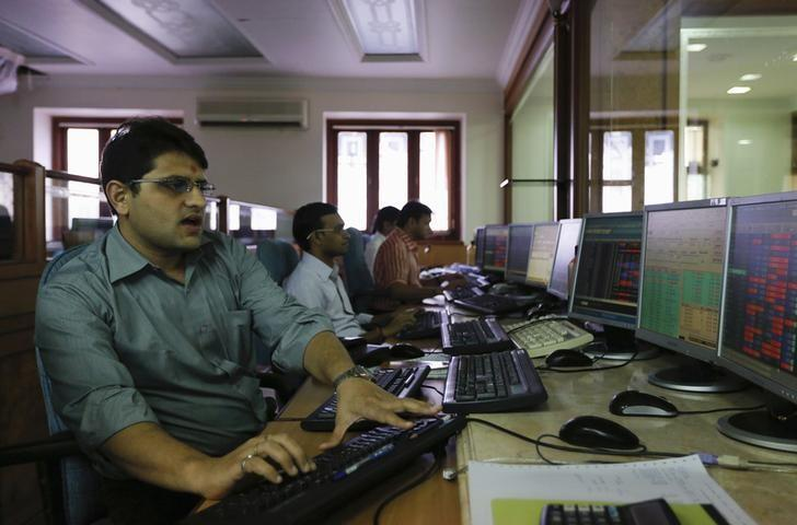 Brokers trade on their computer terminals at a stock brokerage firm in Mumbai August 22, 2013. REUTERS/Danish Siddiqui/File Photo
