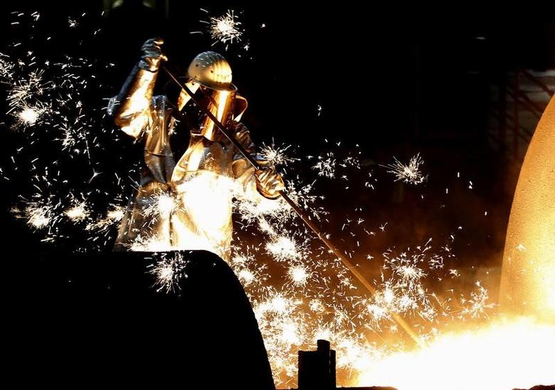 A worker controls a tapping of a blast furnace at Europe's largest steel factory of Germany's industrial conglomerate ThyssenKrupp AG in Duisburg, Germany December 6, 2012.     REUTERS/Ina Fassbender/File Photo