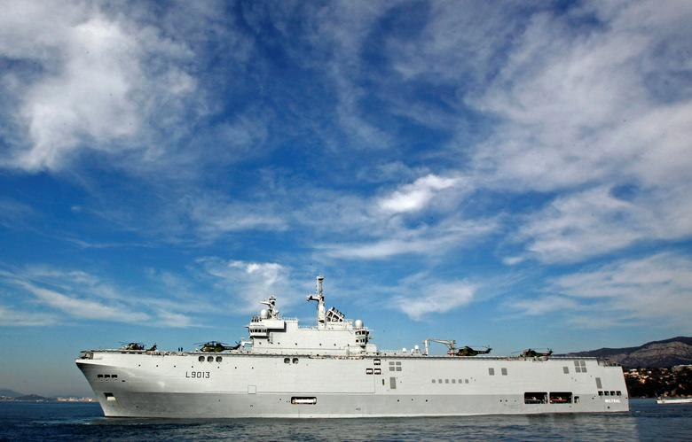 FILE PHOTO - French landing helicopter dock ship ''Mistral'' sails off the Naval Base in Toulon, February 18, 2011. REUTERS/Jean-Paul Pelissier/File Photo