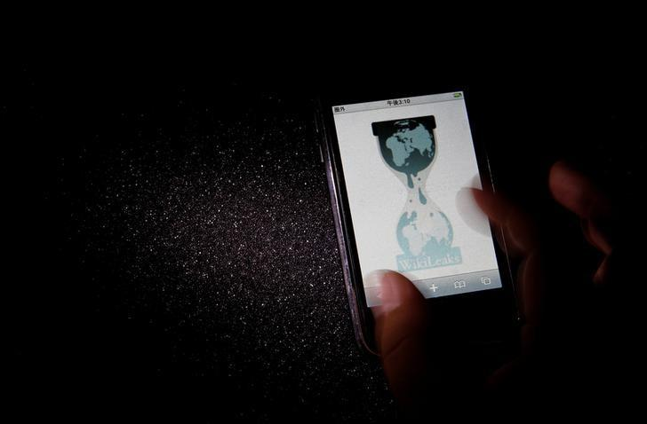 FILE PHOTO: The logo of the Wikileaks website is pictured on a smartphone in this picture illustration taken in Tokyo November 29, 2010.    REUTERS/Toru Hanai/File Photo