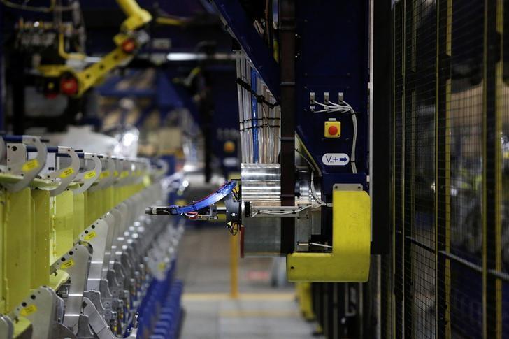 2月13日,美国华盛顿州伦顿,波音公司737型飞机工厂的一间生产车间。REUTERS/Jason Redmond