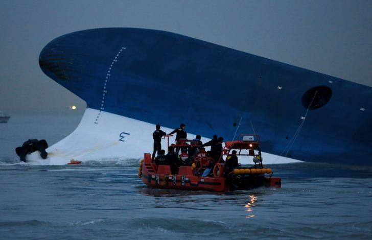 Maritime police search for missing passengers in front of the South Korean ferry ''Sewol'' which sank at the sea off Jindo April 16, 2014.  REUTERS/Kim Hong-Ji/File Photo