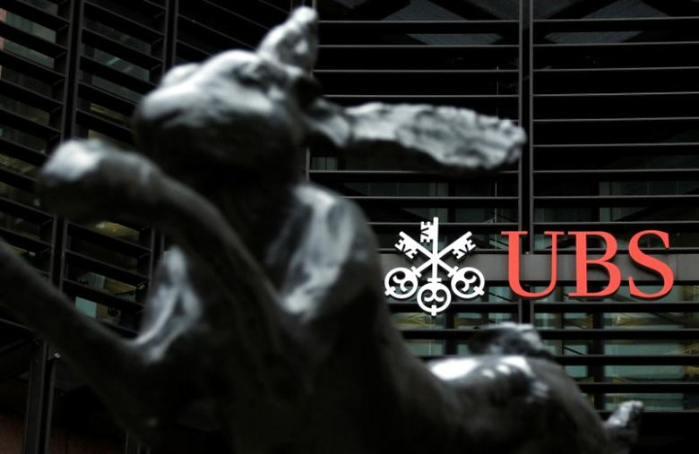 FILE PHOTO: The offices of Swiss bank UBS are seen in the financial district of the City of London, Britain October 31, 2012.  REUTERS/Chris Helgren/File Photo