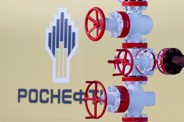 FILE PHOTO:  The logo of Russian state oil company Rosneft is pictured behind a pipe at the Samotlor oil field outside the of Nizhnevartovsk, Russia, January 26, 2016.    REUTERS/Sergei Karpukhin/File Photo/File Photo