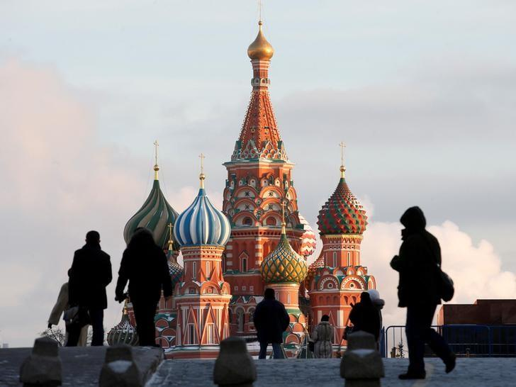 FILE PHOTO:  People walk in Red Square, with St. Basil's Cathedral seen in the background, in Moscow, Russia, February 6, 2015.   REUTERS/Maxim Zmeyev/File Photo
