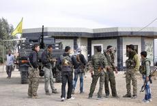 أفراد من وحدات حماية الشعب الكردية - صورة من أرشيف رويترز.