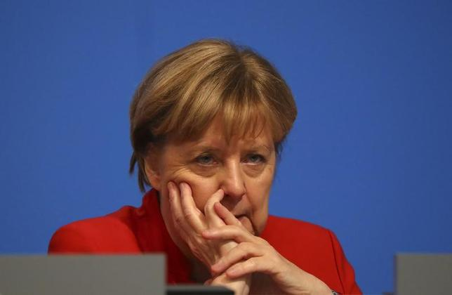 3月19日、今月26日に予定されているドイツのザールラント州議会選挙では、メルケル首相率いる保守のキリスト教民主同盟(CDU)が敗れ、左派寄りの連立政権が誕生する可能性がある。写真は同首相。ドイツのエッセンで昨年12月撮影(2017年 ロイター/Kai Pfaffenbach)