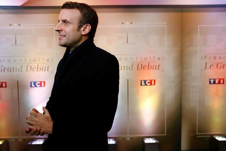 Emmanuel Macron, head of the political movement En Marche !, or Onwards !, and candidate for the 2017 presidential election, arrives for a debate organised by French private TV channel TF1 in Aubervilliers, outside Paris, France, March 20, 2017.   REUTERS/Patrick Kovarik/Pool