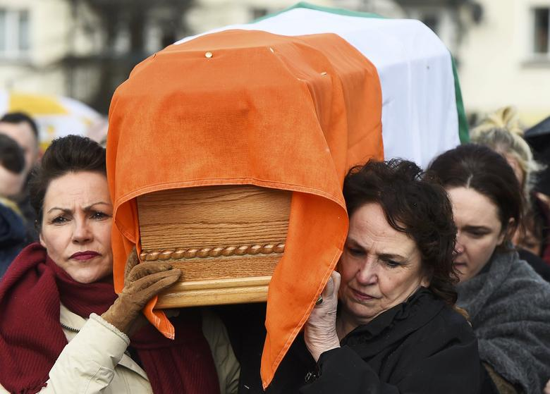 Bernadette McGuinness carries her husband Martin McGuinness' coffin through the streets of Londonderry, Northern Ireland, March 21, 2017. REUTERS/Clodagh Kilcoyne