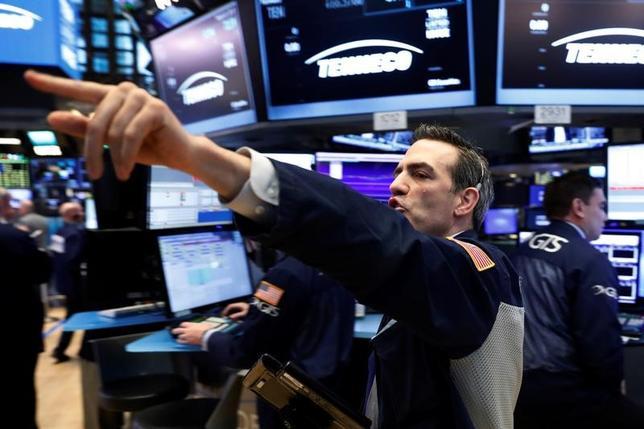 3月21日、米国株が、昨年の米大統領選以来で最大の下げ幅を記録した。NY証券取引所で撮影(2017年 ロイター/Lucas Jackson)
