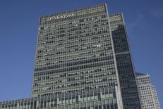 Las oficinas de JP Morgan en el distrito londinense de Canary Wharf, ene 28, 2014. JP Morgan se mantuvo el año pasado en lo más alto de la tabla que mide las operaciones de banca de inversión a nivel global, un ranking en el que ahora los cinco primeros lugares están en manos de prestamistas de Estados Unidos, lo que refleja el dominio sobre sus atribulados pares europeos.   REUTERS/Simon Newman