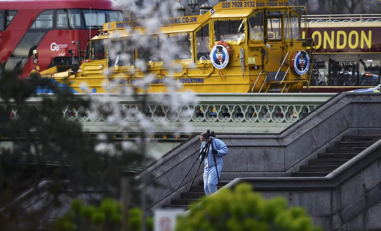 A forensics investigator works at the scene after an attack on Westminster Bridge in London, Britain March 22, 2017.    REUTERS/Hannah McKay