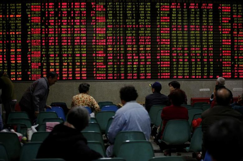Investors look at an electronic board showing stock information at a brokerage house in Shanghai, China November 9, 2016. REUTERS/Aly Song