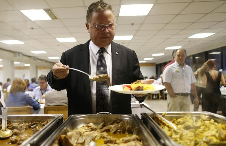 Brazil's Agriculture Minister Blairo Maggi helps himself to a beef dish in a restaurant in Brasilia, Brazil March 22, 2017.  REUTERS/Adriano Machado