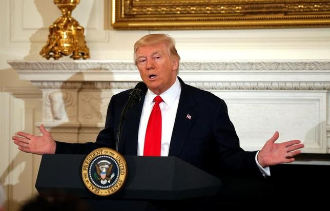 3月23日、トランプ米政権は米国が結んでいる14の自由貿易協定(FTA)と政府の調達方針を見直す新たな大統領令の発令に向けて準備を進めている。2月撮影(2017年 ロイター/Kevin Lamarque)