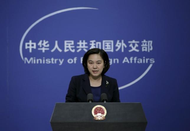 3月23日、中国外務省の華春瑩報道官(写真)は、米国は中国の防空識別圏(ADIZ)を尊重すべきだと述べた。中国当局者は、同国が設定した東シナ海のADIZに米国の爆撃機が不正に入ったとしていた。写真は北京で昨年1月撮影(2017年 ロイター/Jason Lee)