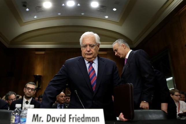 3月23日、米上院は、トランプ米大統領が駐イスラエル大使に指名した親イスラエル派の弁護士デービッド・フリードマン氏を賛成52、反対46の僅差で承認した。写真は16日、米上院外交委員会での審問におけるデービッド・フリードマン氏(2017年 ロイター/Yuri Gripas)