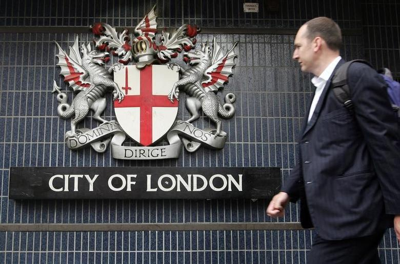 FILE PHOTO: A pedestrian walks past the City of London emblem on Queen Victoria street in central London July 8, 2005.  UNICS REUTERS/Pascal Rossignol  PR/ABP