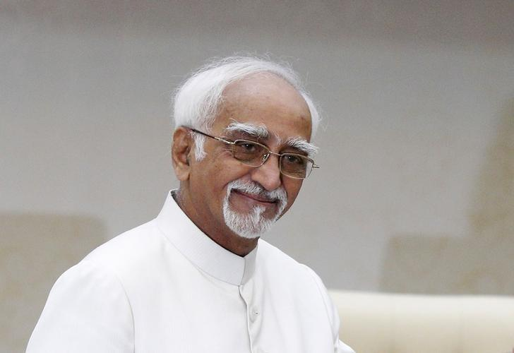 India's Vice President Mohammad Hamid Ansari  at the Prime Minister's office in Phnom Penh September 16, 2015. REUTERS/Samrang Pring