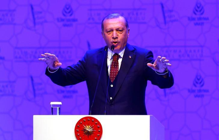 Turkish President Tayyip Erdogan makes a speech during a meeting in Istanbul, Turkey, March 19, 2017. REUTERS/Murad Sezer