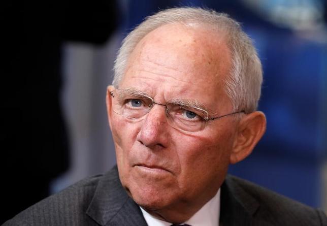 3月25日、ドイツの保守系与党、キリスト教民主同盟(CDU)は、9月の連邦議会選挙に向け、南西部バーデン・ビュルテンベルク州の比例代表候補としてショイブレ財務相(写真)を選出した。20日撮影(2017年 ロイター/Yves Herman)