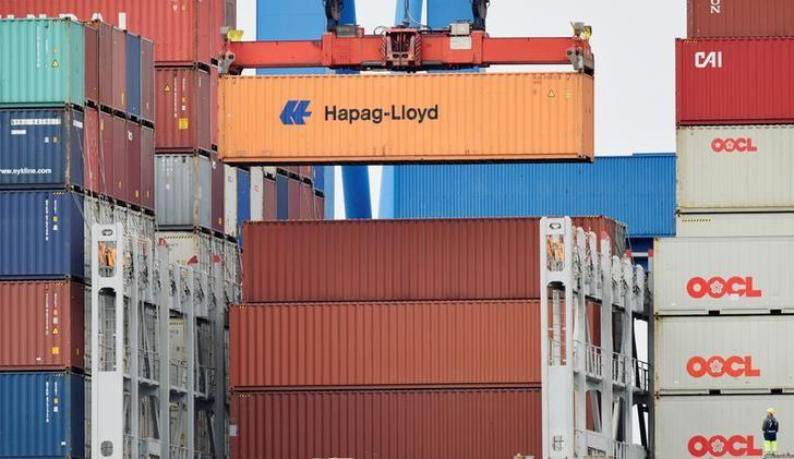 FILE PHOTO: A Hapag-Lloyd container is loaded on a ship at the shipping terminal Altenwerder in the harbour of Hamburg, Germany July 18, 2016. REUTERS/Fabian Bimmer/File Photo